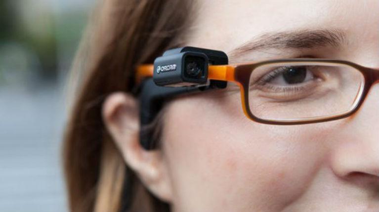 Innovation israélienne: OrCam, les lunettes connectées qui lisent pour les malvoyants
