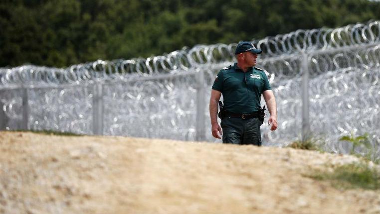 La Hongrie va construire un mur de 175 km pour empêcher l'immigration sans aucune protestation des «humanistes» qui ne s'occupent que du mur israélien