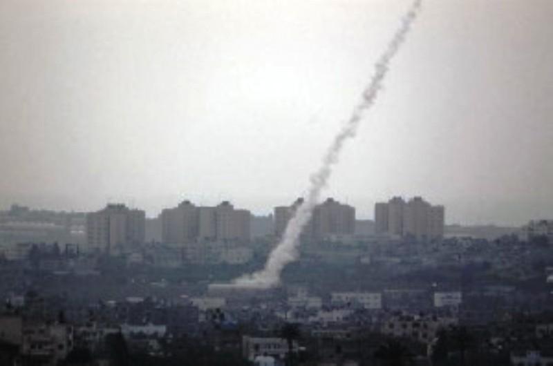 Israël : Plus de 400 rockets tirées depuis Gaza sur le Sud. Un israélien tué. Tsahal riposte sur 150 cibles du Hamas (Vidéos)