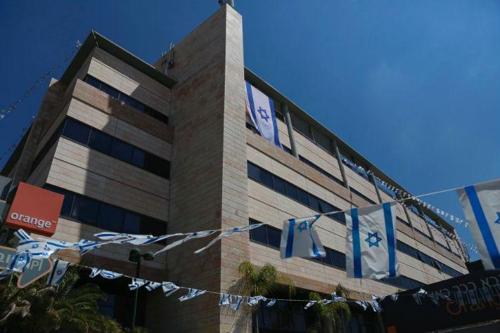 Israël exige de la France que le PDG d'Orange revienne sur ses paroles anti-israéliennes. Les salariés d'Orange soutiennent Israël