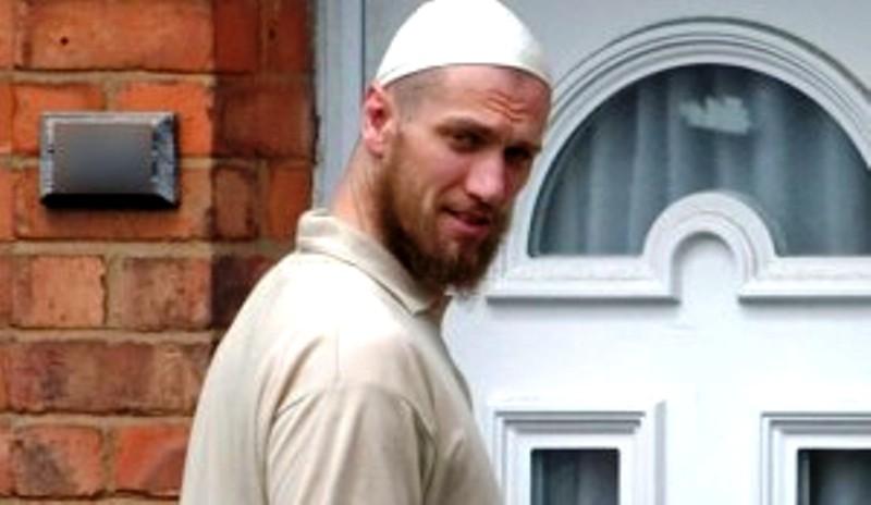 Un britannique converti à l'Islam en liens avec l'auteur de la décapitation en Isère et une attaque terroriste en Indonésie.