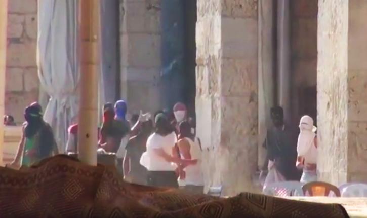 Vidéo des émeutes arabes contre la police israelienne sur le Mont du Temple le jour du Ticha Beav.