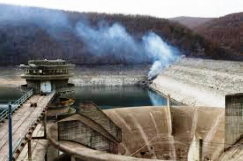 Pristina au Kosovo : Suite à la menace de l'Etat islamique d'empoisonner les réservoirs d'eau, les habitants sont privés d'eau.
