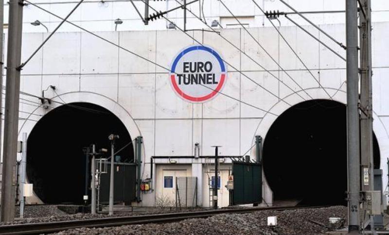 2 200 migrants ont envahi le site d'Eurotunnel la nuit dernière