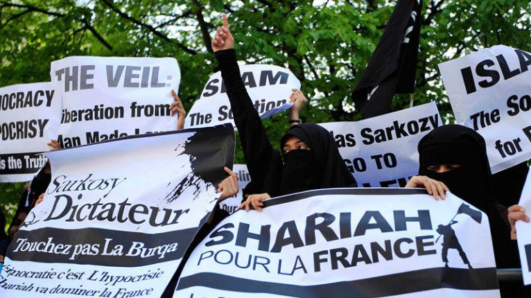 """La guerre ethnique de religion a commencé. Fantasmes et mensonges sur l' """"islamophobie"""""""