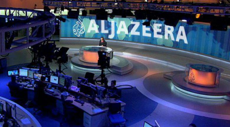 Al-Jazeera diffuse un message d'Al-Qaïda au Maghreb «ô croisés : nous ne ménagerons aucun effort pour vous combattre et en priorité absolue la France des mécréants «