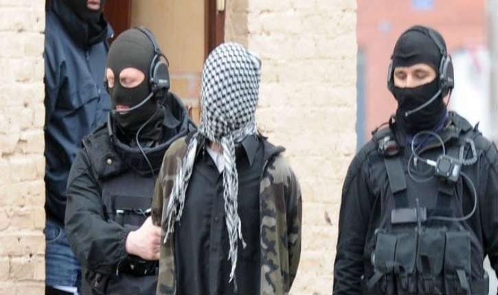 France : Trois jeunes filles islamistes de 14 à 17 ans mises en examen par le juge antiterroriste parisien