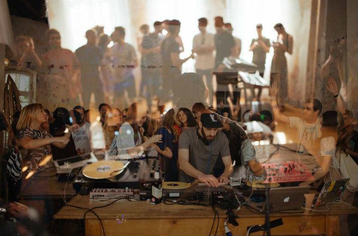 La diplomatie DJ: 2 boîtes de nuit à Tel Aviv et Berlin célèbrent un demi-siècle d'amitié