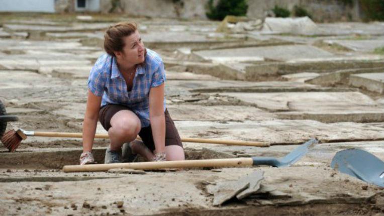 Bayonne: De jeunes bénévoles restaurent le plus ancien cimetière juif de France