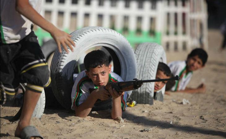 Les camps d'été du Hamas à Gaza: 25 000 enfants formés à la guerre et à l'esprit du djihad