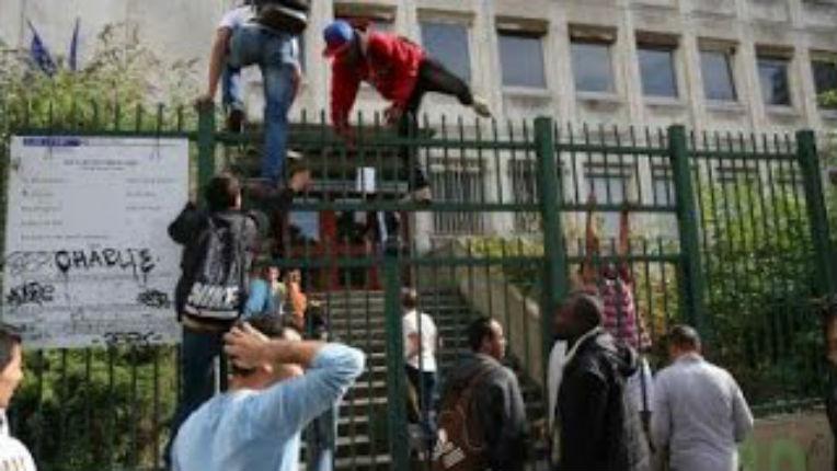Paris : 200 migrants clandestins squattent un lycée désaffecté dans le XIXe