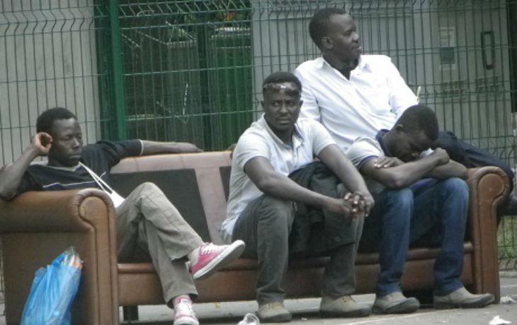Migrants: Un collège de Paris transformé en «un gigantesque camp de réfugiés» selon Afrik.com