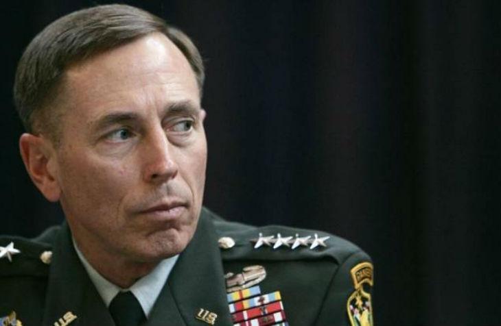 Syrie: Le général Petraeus favorable à l'enrôlement de certains combattants d'Al-Nosra, branche d'Al-Qaïda, contre l'Etat islamique