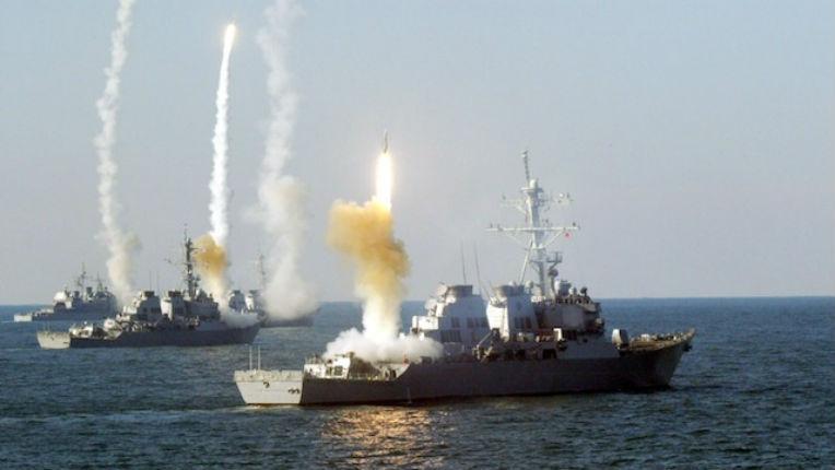 Vidéo – Des missiles de croisière Tomahawk frappent le Quartier-Général de l'Etat islamique à Raqqa