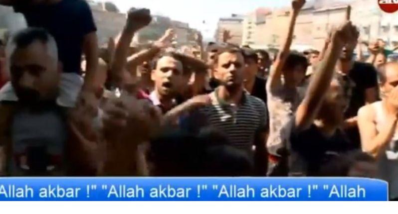 [vidéos] – Gare de Budapest, 30 août 2015 : les migrants défilent aux cris « d'allahu akbar »