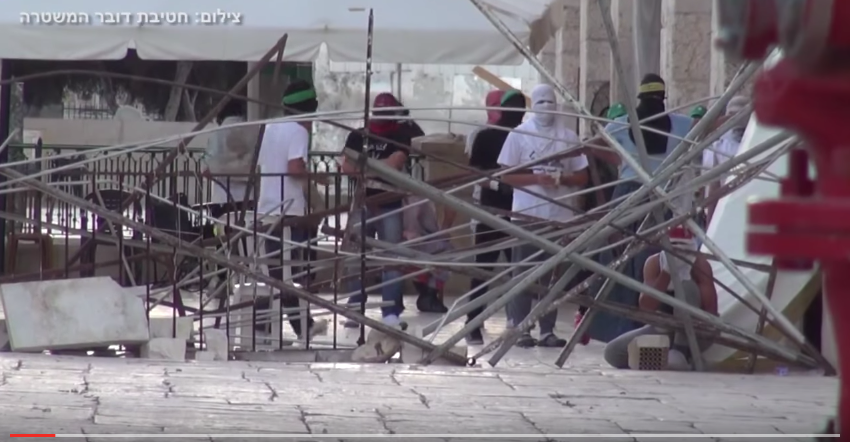 [vidéo] Les palestiniens mettent le feu à la mosquée Al aqsa