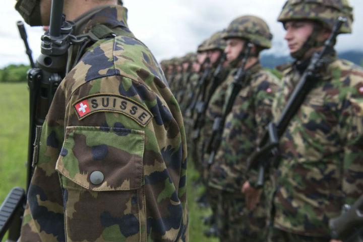 [Vidéo] En 2012, un exercice de l'armée suisse pour « Faire face à un afflux de réfugiés » faisait jaser les journalistes français…