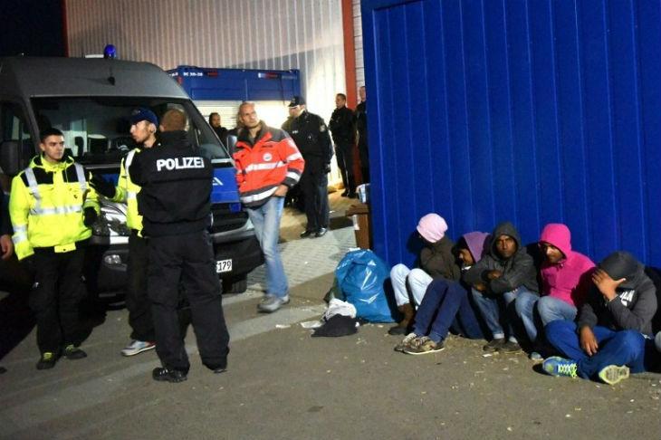 Allemagne : Les affrontements se multiplient entre ethnies dans les camps de migrants faisant de nombreux blessés