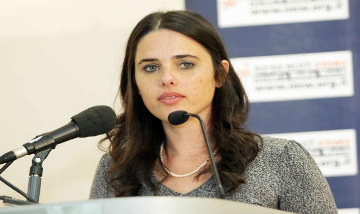 La ministre de la Justice, Ayelet Shaked a demandé au procureur général, de traduire en justice le porte-parole de l'organisation d'extrême gauche « Breaking the silence »