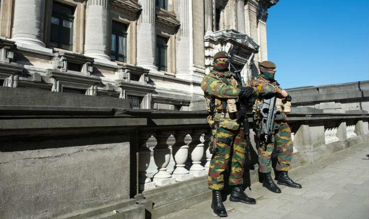 Belgique: le pays étant en alerte terroriste, les militaires s'inquiètent de la présence des réfugiés dans les casernes