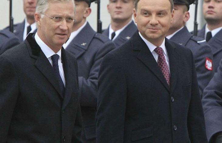 Pologne : le parti conservateur eurosceptique obtient la majorité absolue aux élections législatives