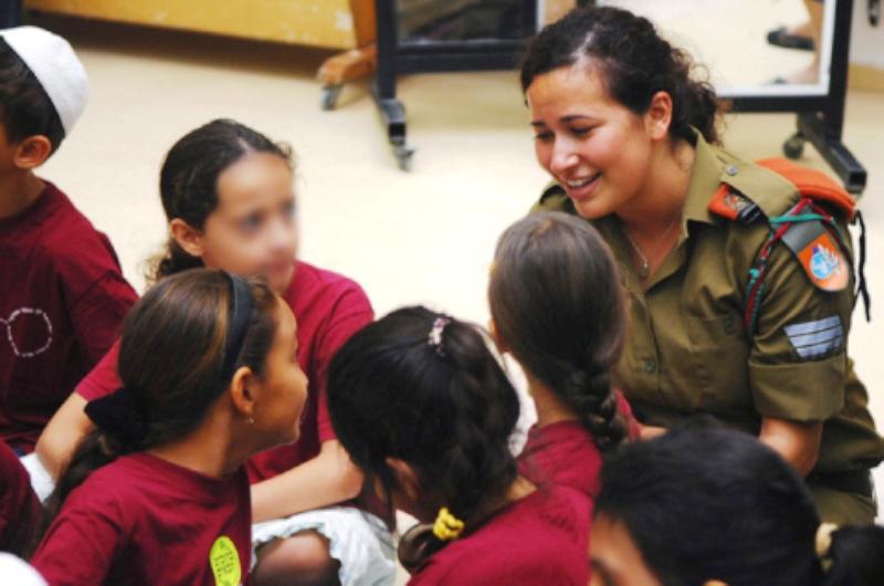 Tel Aviv et d'autres villes israéliennes écartent les employés arabes des écoles locales.