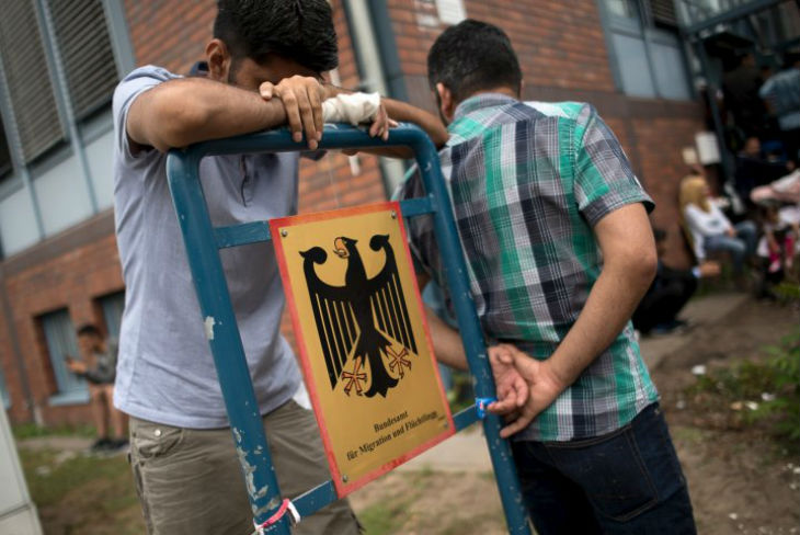 Allemagne: Merkel espèrait de la main d'oeuvre. Un rapport prévoit au contraire 400 000 chômeurs issus de l'immigration d'ici l'an prochain
