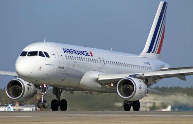 Attentats: L'inscription «Allah Akbar» découverte sur un Airbus d'Air France