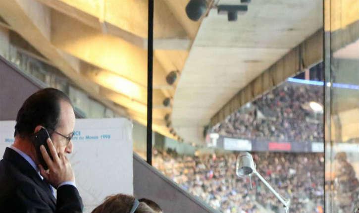 Attentats à Paris: Francois Hollande était «sous le choc» au Stade de France