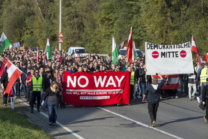 Manifestation contre l'arrivée de migrants à la frontière entre l'Autriche et la Slovénie