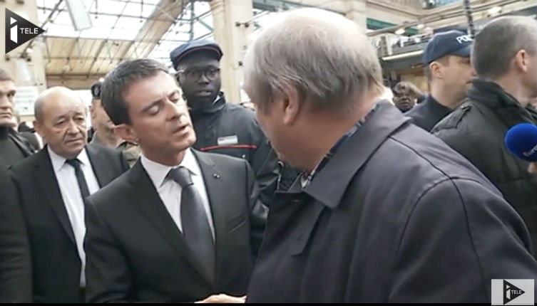 Vidéo – Attentats de Paris: Manuel Valls interpellé par un père de famille en colère