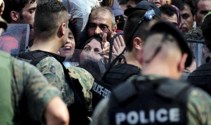 Macédoine: en signe de protestation des migrants se cousent les lèvres