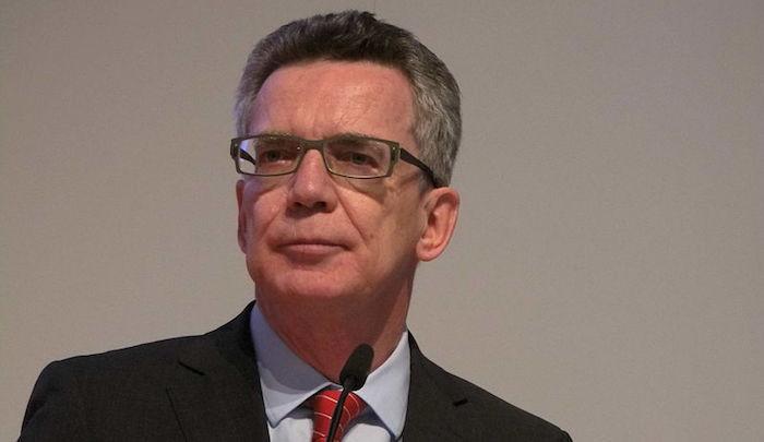 Thomas de Maizière, ministre allemand de l'intérieur : «Il ne faut pas lier les attaques djihadistes de Paris à l'afflux des migrants.»