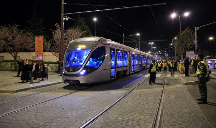 Tramway de Jérusalem: les lanceurs de pierres seront jugés pour des actes terroristes et devront verser des indemnités