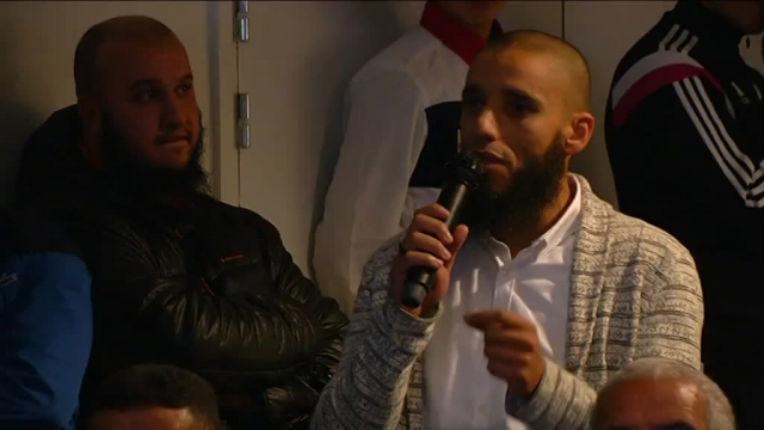 Rachid Abou Houdeyfa imâm de la mosquée de Brest se filme en buvant l'urine de chameau pour copier le prophète