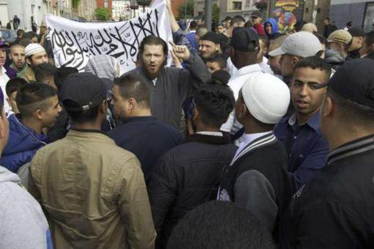Guerre de religion : Des espions islamistes s'infiltrent à l'Ouest pour terroriser les Chrétiens