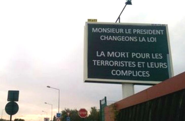 La Seyne (83) : Un panneau publicitaire affiche « Monsieur le Président, changeons la loi. La mort pour les terroristes et leurs complices. »