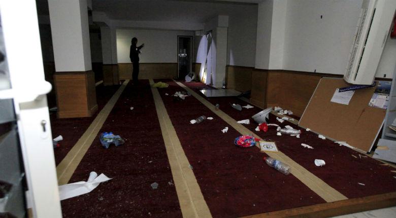 Le maire d'Ajaccio confirme que la salle de prière attaquée n'était pas déclarée « Il faut régulariser la situation ». Désinformation sur Europe 1 «Un lieu de culte légal»