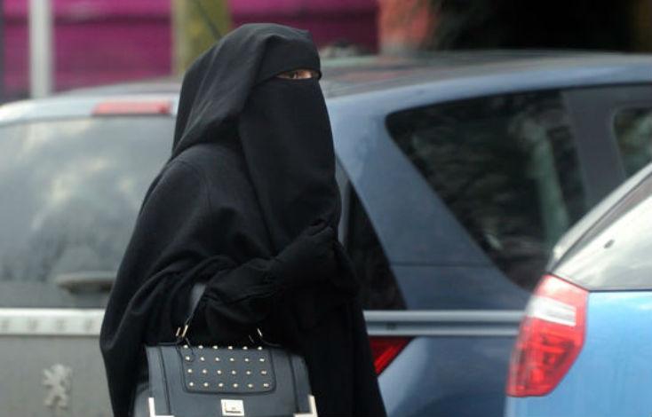 Bruxelles : 18 mois de prison pour une femme en niqab ayant refusé un contrôle d'identité