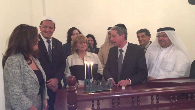 Hanouka à Bahreïn : Allumage des bougies avec le rabbin Moché Lewin et l'Imam de Drancy Hassen Chalghoumi