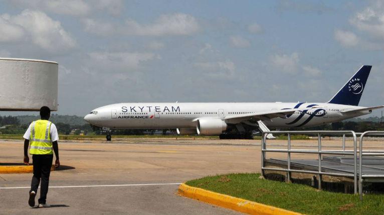 Fausse alerte à la bombe dans un vol Air France: un passager en garde à vue à Paris