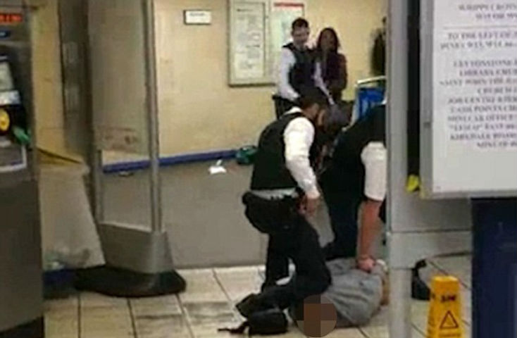 Témoignage de la victime de l'attentat islamiste de Leytonstone «Des gens regardaient juste pour filmer sur leurs téléphones» – Photos