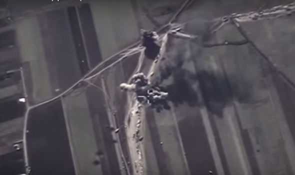Des camions citernes bombardés