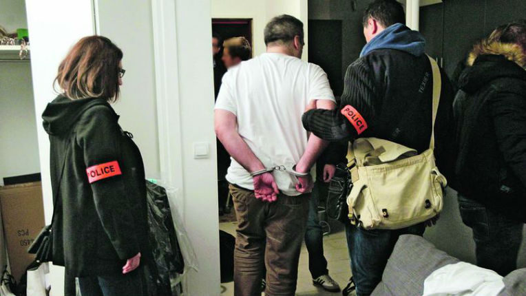 Paris : Une école de commerce a permis l'entrée illégale en France d'un millier de clandestins Chinois