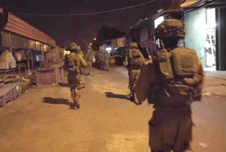 Raid nocturne de l'armée israélienne pour arrêter 20 terroristes arabes (Vidéo)