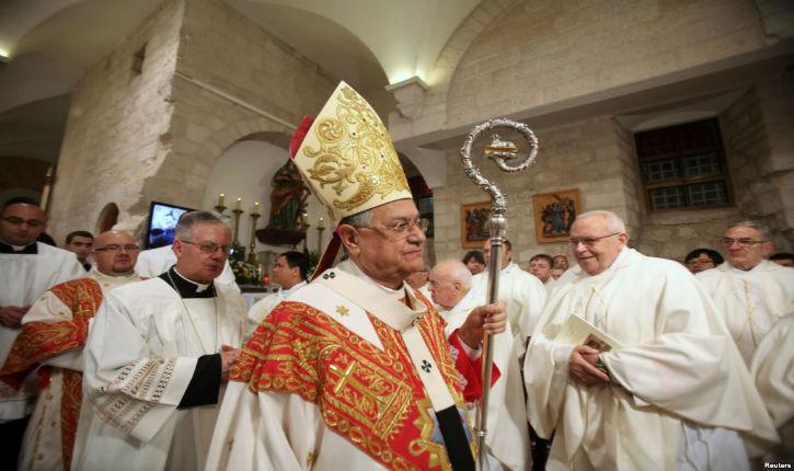 Caillassage du Patriarche latin de Jérusalem à Bethléem le jour de Noël