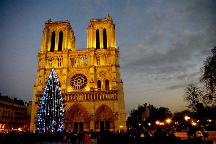 Terrorisme : ils ont gagné ! La Préfecture de police interdit le grand sapin sur le parvis de Notre-Dame