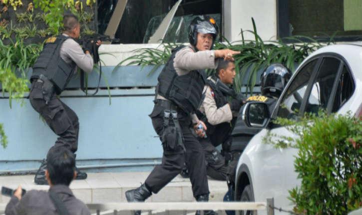 Indonésie: l'État islamique a revendiqué les attaques de Jakarta, deux civils et cinq assaillants ont été tués