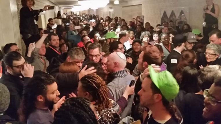 Sous la pression des musulmans, le mouvement LGBT américain devient antisémitisme: Une conférence de LGBT Juifs perturbée par des « Le sionisme pue »