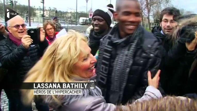 Hyper Casher : Lassana Bathily, le «héros», naturalisé et relogé publie un livre